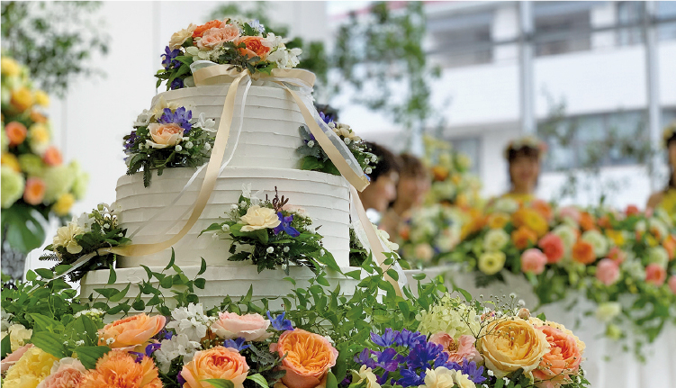 空間デザインや会場装花など冠婚葬祭の仕事に対応できるフローリストを目指します。