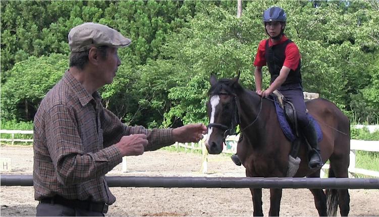 千葉市内の提携乗馬施設で学校所有馬による実習授業
